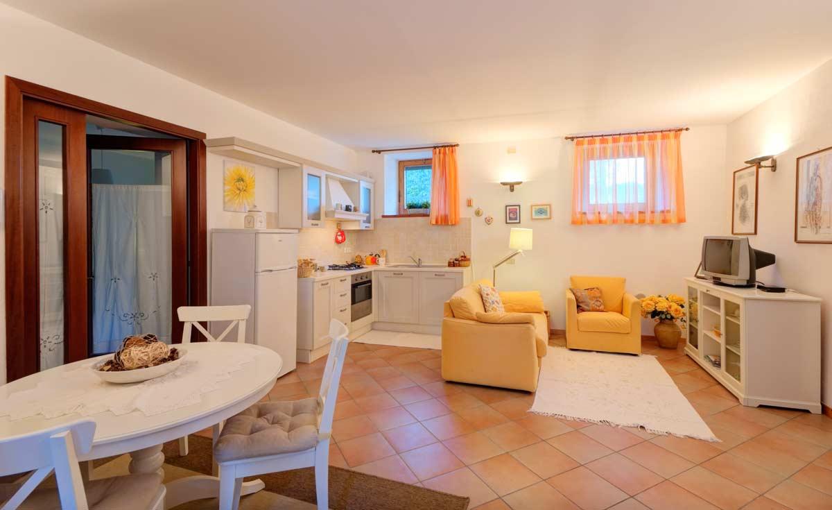 Affittacamere sirolo con appartamenti il casale di for Immagini di appartamenti ristrutturati